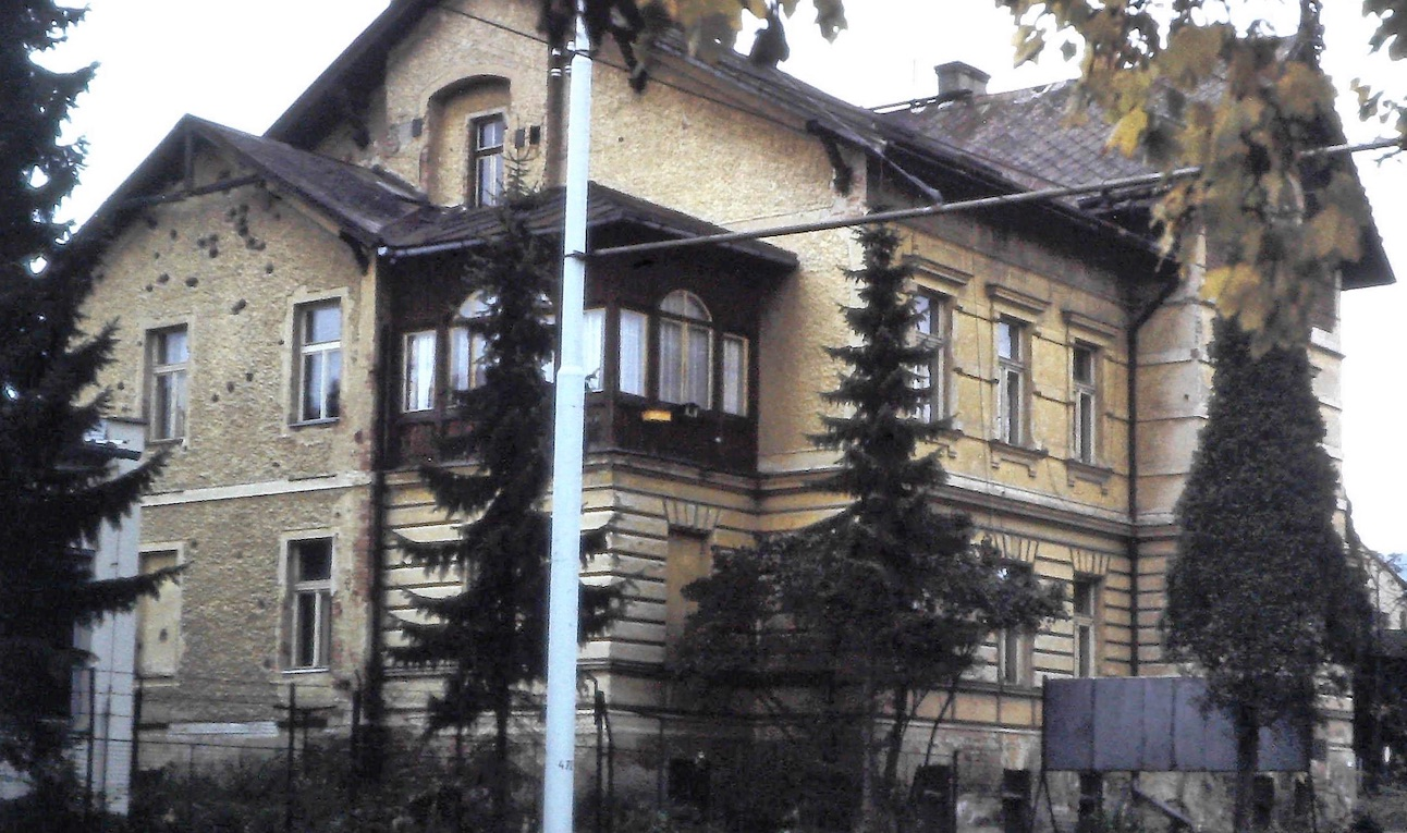 Letec ve Spitfiru zahlédl nepřítele: Villa König dostala dávku