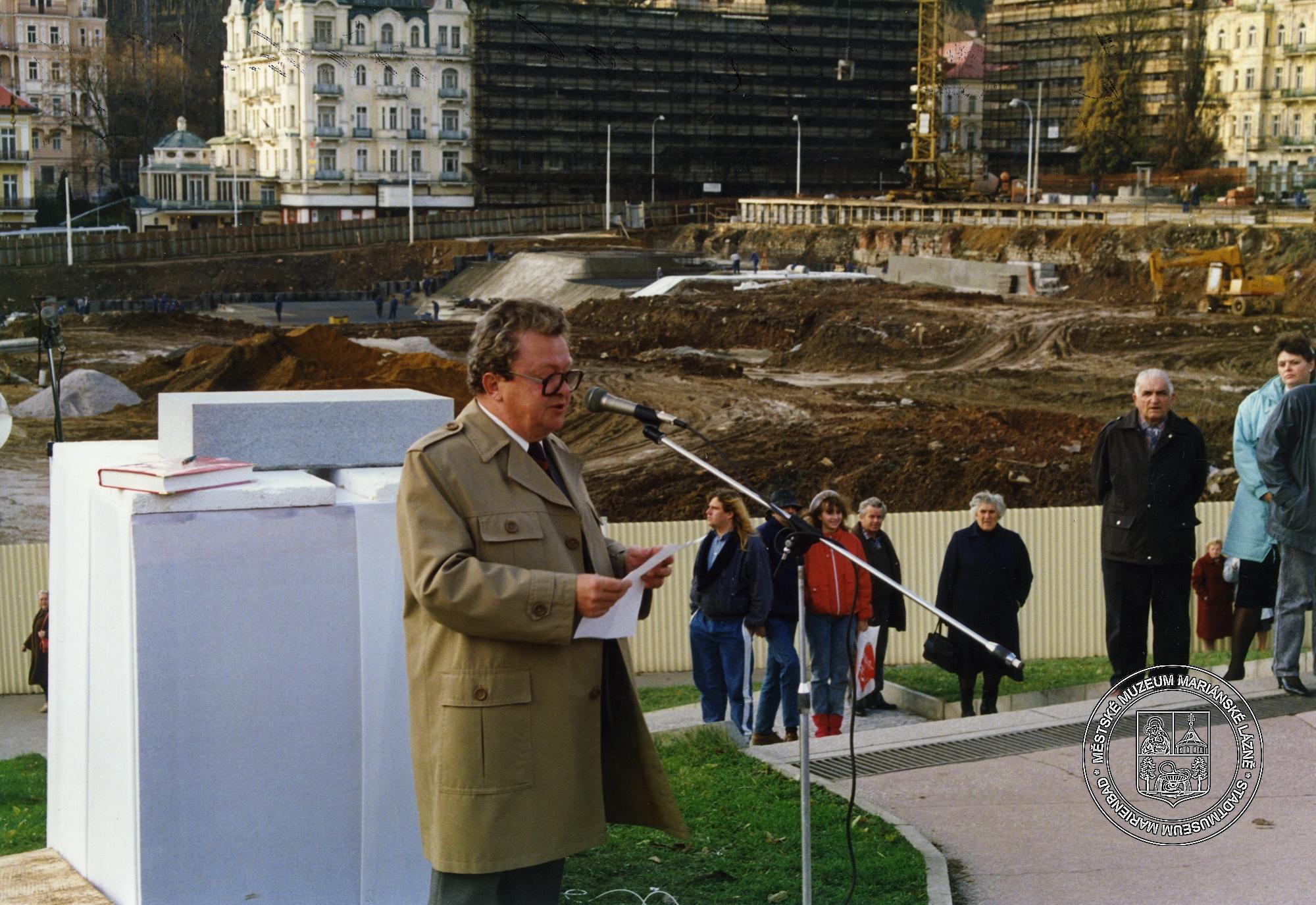 ARNIKA položení základního kamene - říjen 1989 - MUDr Berka